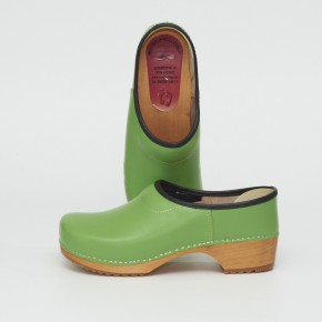 Clogs Holzkaps grün